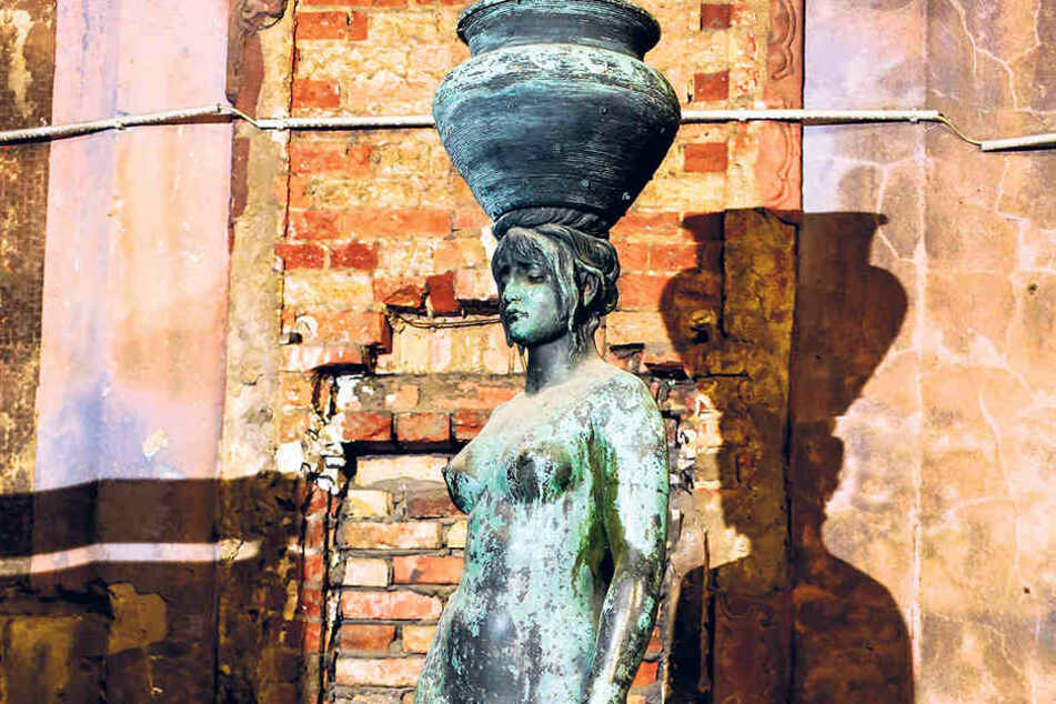 Diese griechische Göttin musste zur Strafe Wasser holen. Allerdings hatte ihr  Krug Löcher. Nun steht die Brunnenfigur im Lapidarium und wartet auf ihre  Erlösung.