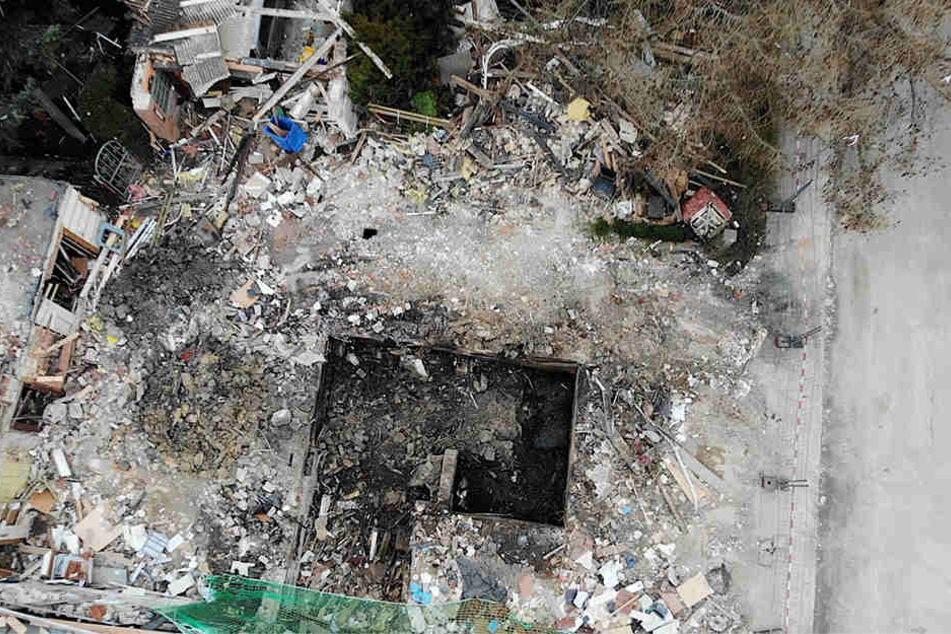 Nur noch ein Loch zeugt von dem Haus, das gegen 4 Uhr nachts am Freitag explodierte.