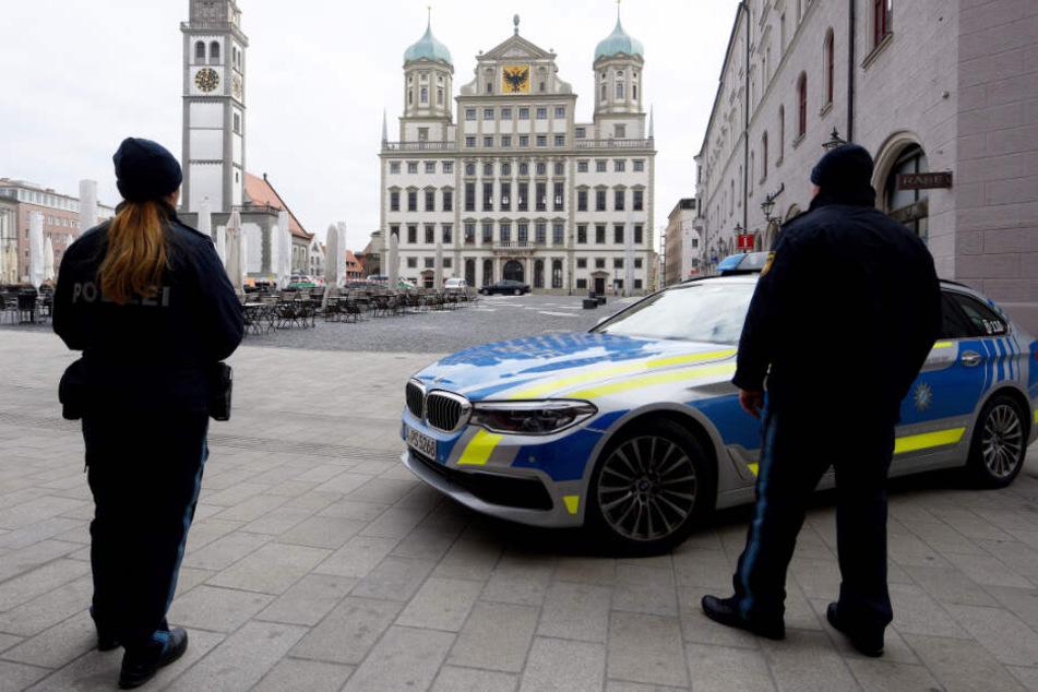 Polizeibeamte musste unter anderem in Augsburg wegen einer Drohung ausrücken.