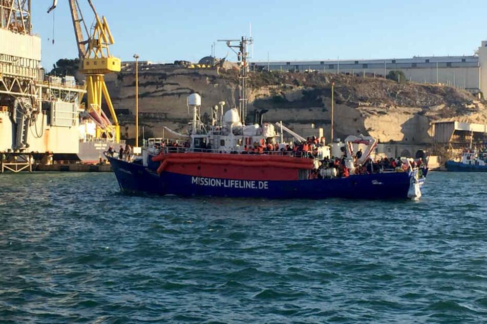 Das Dresdner Schiff fährt unter niederländischer Flagge, was die dortigen Behörden aber bestreiten.