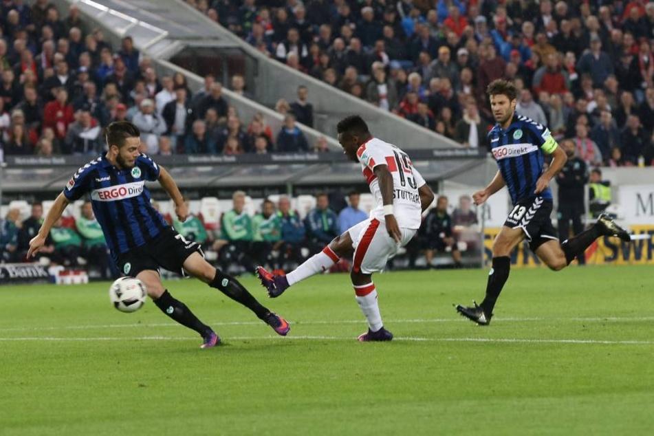 Gegen Greuther Fürth netzte Carlos Mané (M.)gleich doppelt für den VfB ein. Vor allem mit seiner Schnelligkeit wirbelt er die gegnerischen Abwehrreihen durcheinander.