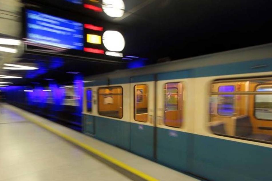 An der U-Bahnhaltestelle Marienplatz wurde der 87-Jährige brutal aus dem Weg geschubst.