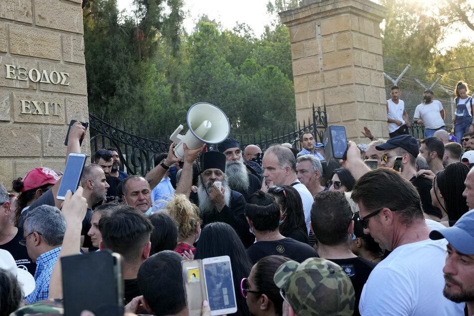 Demonstranten während des Protestes gegen die Corona-Maßnahmen auf Zypern.