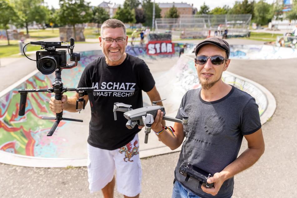 """Harald Deckow (53, l.) und Christian Neubauer (33) von """"Oben360"""" drehten im Konkordiapark den Trailer eines Werbefilms für einen neuen Skaterpark in Ostrau."""