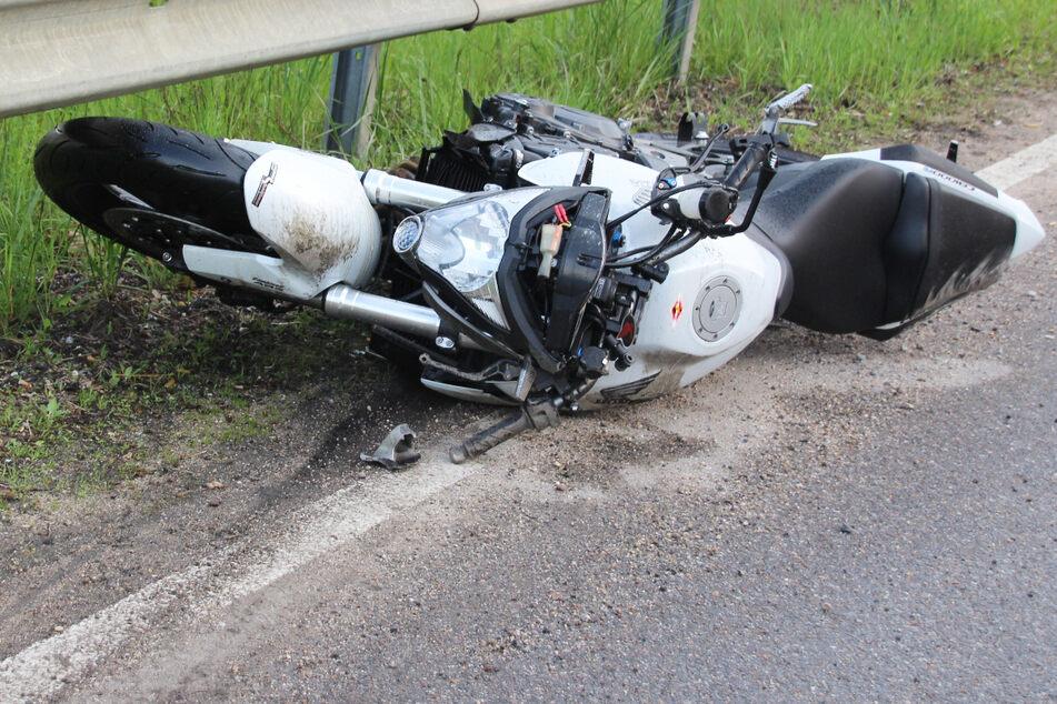 Tödlicher Unfall: Biker (†42) kracht beim Überholen frontal in Ford