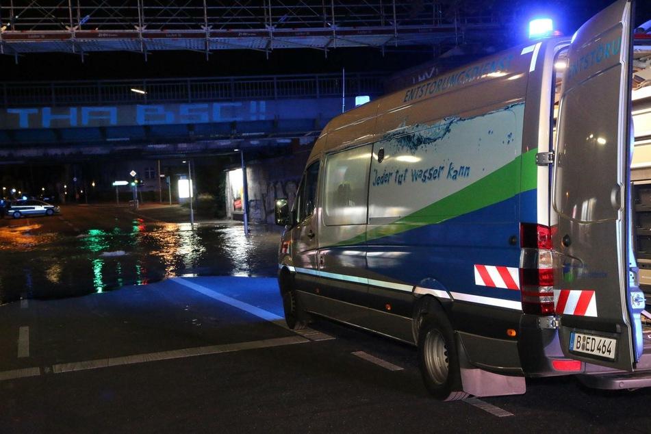 Wegen eines Wasserrohrbruchs in Berlin-Tempelhof ist die Attilastraße ist zwischen Steglitzer Damm und Ringstraße aktuell gesperrt.