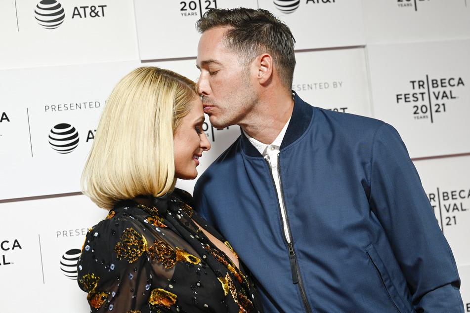 Paris Hilton ist seit Februar mit ihrem Freund Carter Reum (40) verlobt.