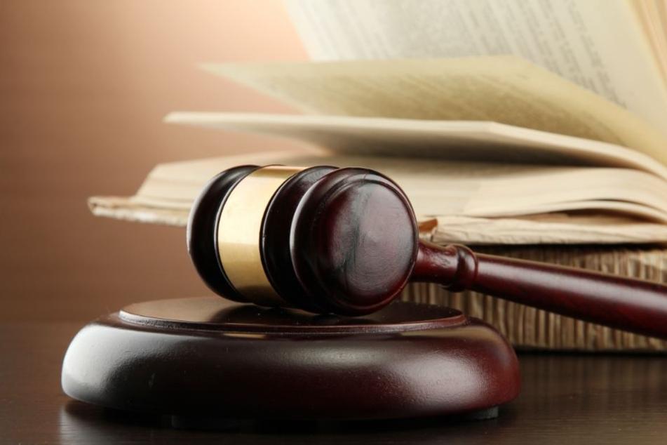 Der Staatsanwalt fordert 13 Jahre Haft. (Symbolbild)