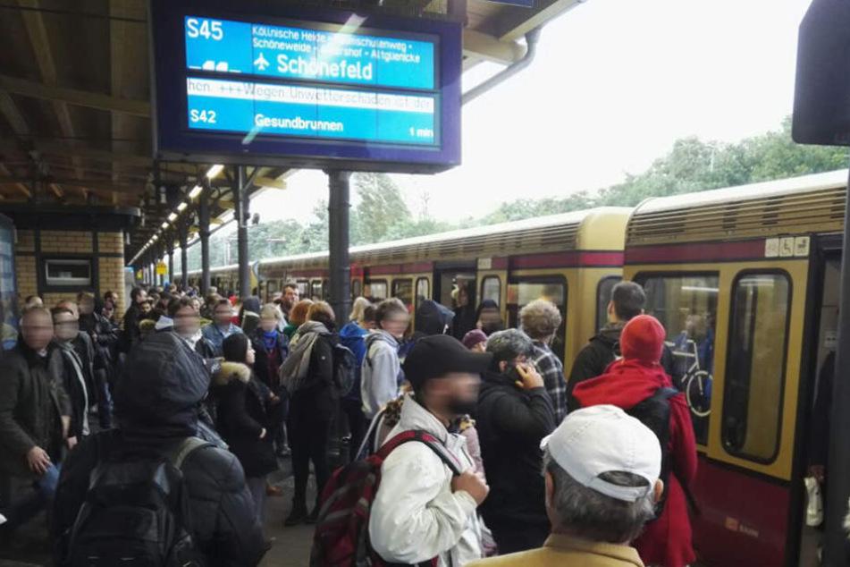 Die S-Bahn hat ihren Dienst einstellen müssen.