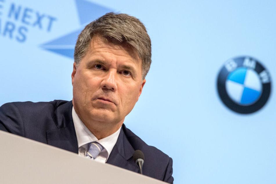 Harald Krüger, Vorstandsvorsitzender von BMW, sitzt bei der BMW-Bilanzpressekonferenz auf seinem Platz. (Archivbild)