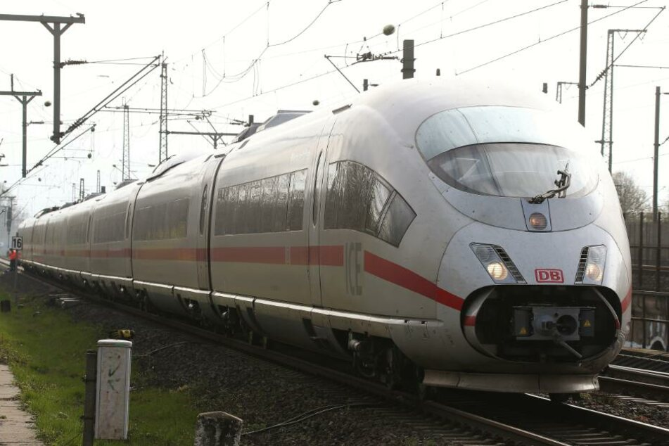 Waghalsige Aktion: Züge in Bielefeld mit Gegenständen beworfen