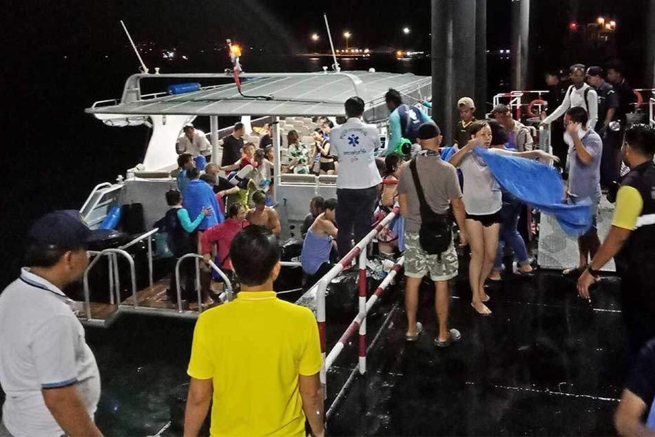 Zwei Schiffe kentern vor Urlaubsinsel: 49 Touristen vermisst