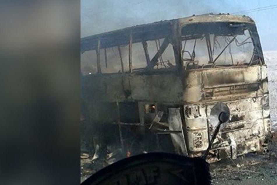 In Bus eingeschlossen: Über 50 Menschen sterben qualvollen Feuertod