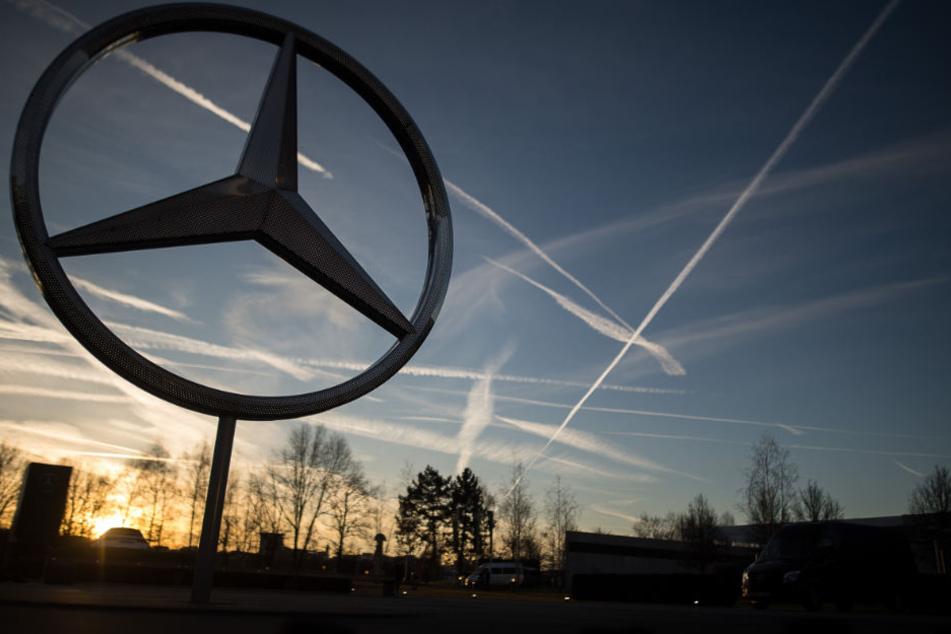Der Autobauer Daimler bittet seine Facebook-Follower um Mithilfe. (Symbolbild)