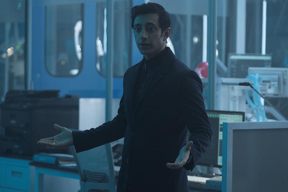 Dr. Carlton Drake (Riz Ahmed) ist ein kaltblütiger, kompromissloser Wissenschaftler.