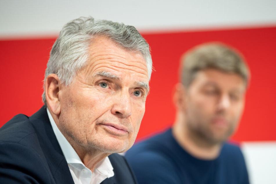 VfB-Präsident Wolfgang Dietrich (70, links im Bild) und Sportvorstand Thomas Hitzlsperger (37). Hitzlsperger wird bei der Mitgliederversammlung ein Plädoyer abgeben, mit Dietrich weiterzumachen.