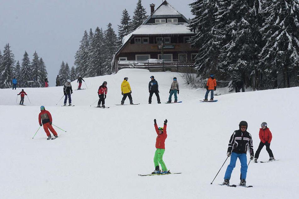 Schneehöhen von fast einem Meter lockten am Wochenende Skifahrer an den Feldberg.
