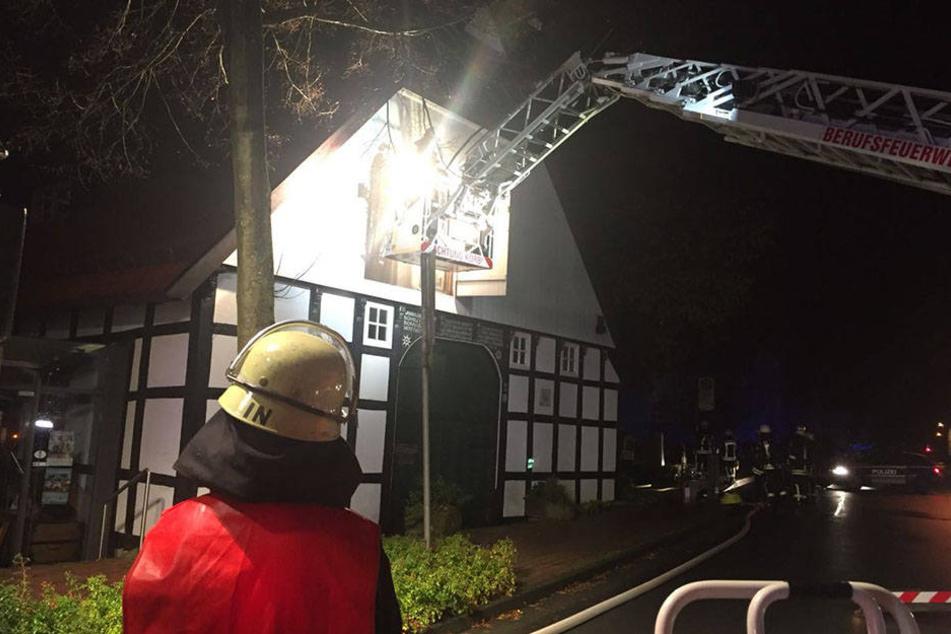 Der Feier ist es zu verdanken, dass der Brand bemerkt wurde.