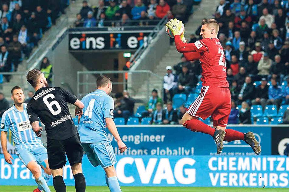 Beim 1:1 gegen den 1. FC Magdeburg im April hielt Kevin Kunz (r.) für seinen CFC nicht nur diesen Ball, sondern auch einen Punkt fest.
