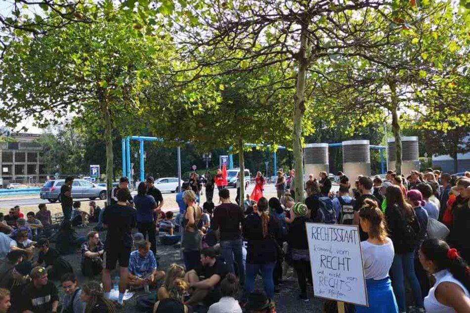 Aktuell sind mindestens dreimal mehr linke Teilnehmer als rechte bei den Demonstrationen in Dresden.