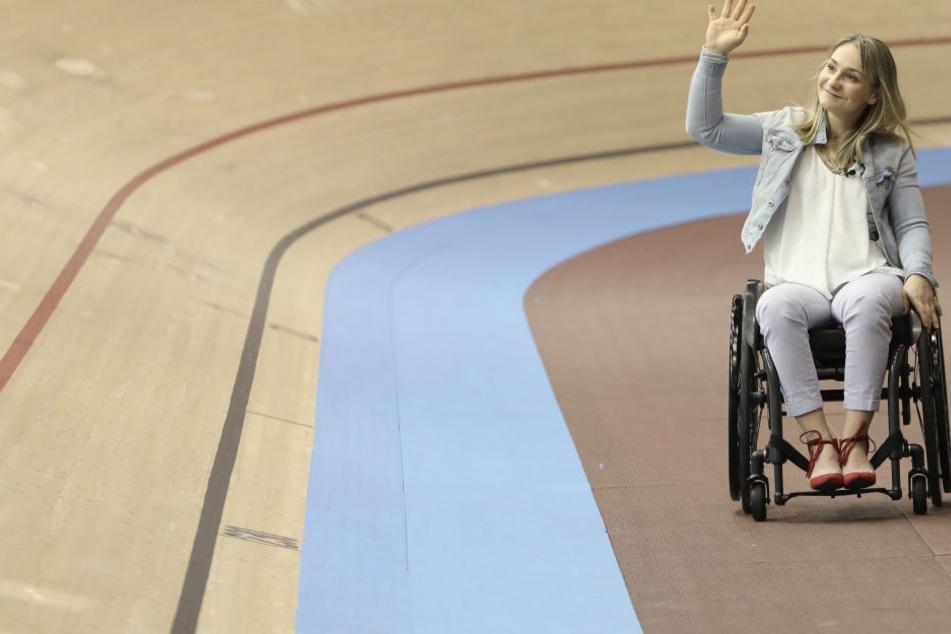 Bahnradsportlerin Kristina Vogel sitzt nach einem Trainingsunfall im Rollstuhl.