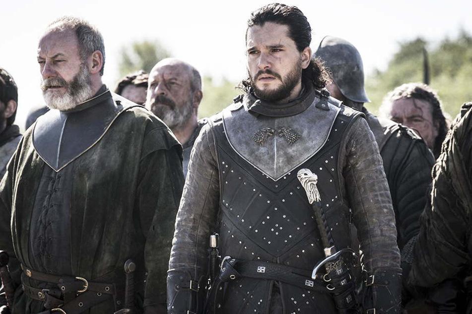 Jon Schnee alias Aegon Targaryen (r., Kit Harington) und Ser Davos Seewert (Liam Cunningham) durchleben ein Wechselbad der Gefühle.