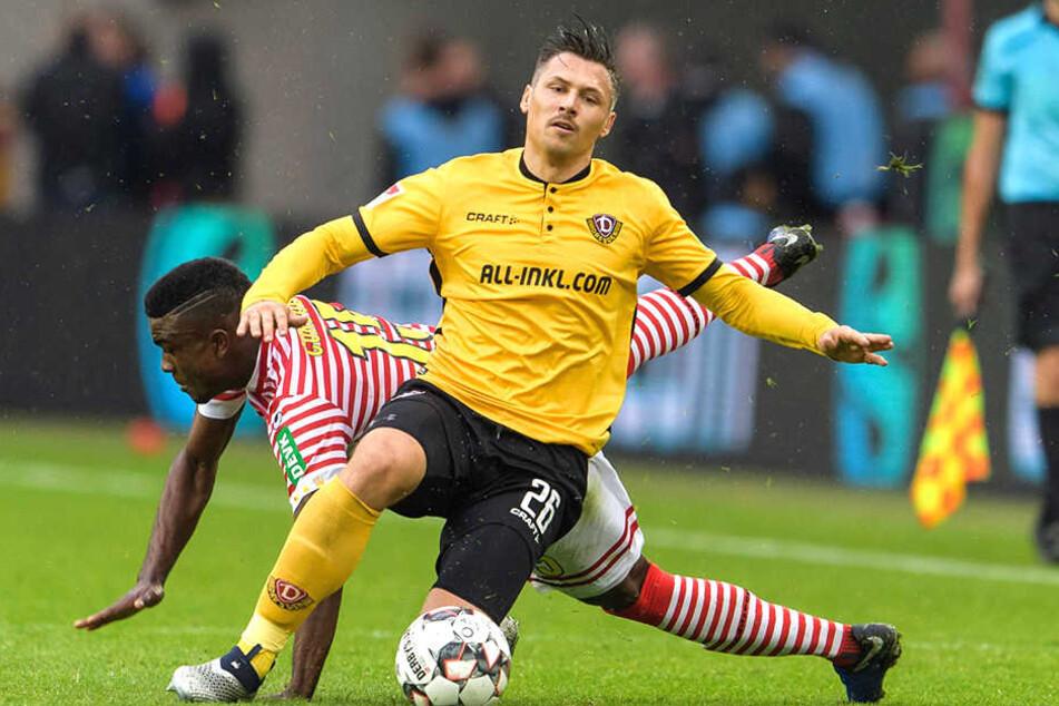 Gab's auch: Sören Gonther (vorn) gewinnt diesen Zweikampf gegen Kölns Jhon Cordoba.
