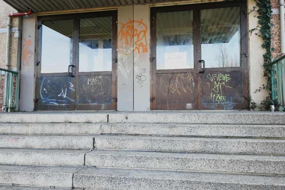 Der Treppenaufgang zur Schule. Keiner der rund 380 Schüler wird hier gern hingehen.