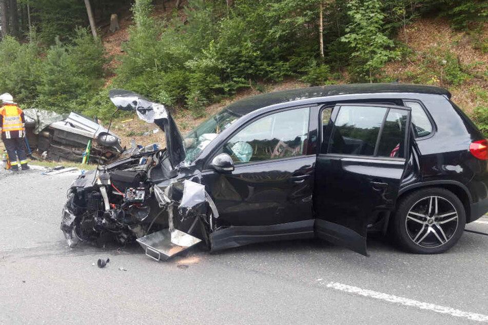 Bei einem schweren Verkehrsunfall in Bayern ist ein Mensch ums Leben gekommen.