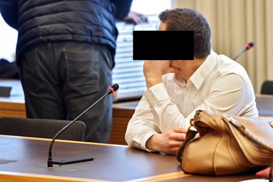 Dimitrij M. (26) soll einer von 209 Bestellern gewesen sein, die im Auftrag des Chefs Waren orderten.