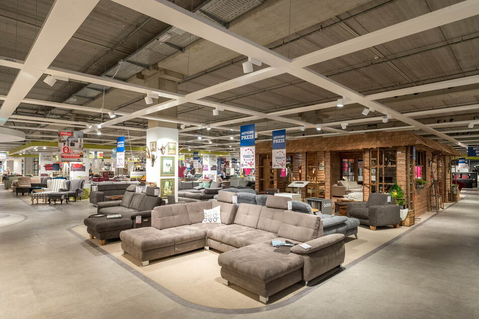 Lagerräumung bei großer Möbelkette! Riesiger Rabatt-Verkauf bis Sonntag (7.3.)