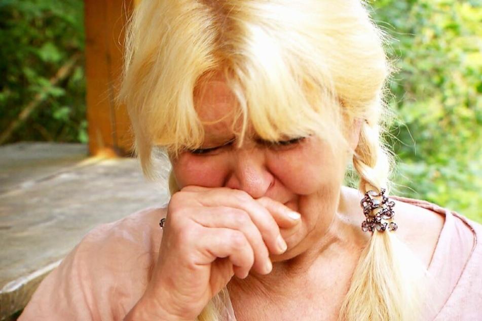 Maggie weinte bittere Tränen, als sie sich von Jürgen verabschiedete.