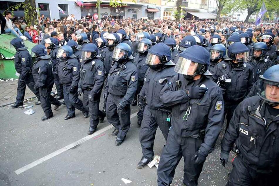 Polizisten beim Einsatz am 1. Mai in Berlin. Sie bekommen bald Verstärkung.