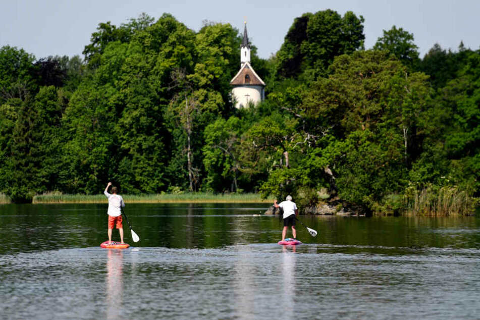 Stand-up-Paddler entdeckten den leblosen Mann im Staffelsee bei Murnau. (Symbolbild)