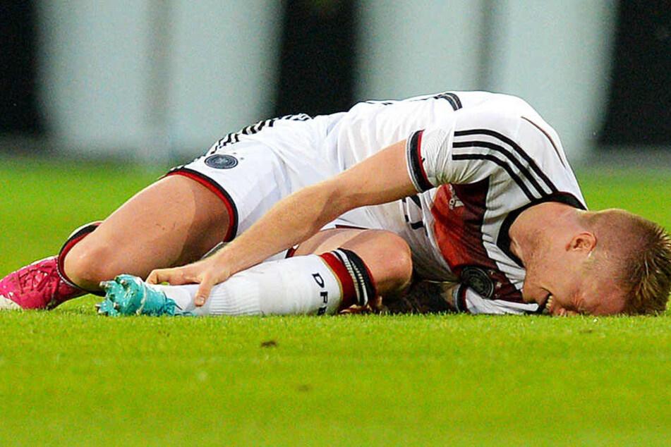 Im letzten Testspiel vor der WM 2014 (6:1 gegen Armenien) verletzte sich Marco Reus kurz vor der Pause. Diagnose: Syndesmosebandanriss, WM-Ausfall!