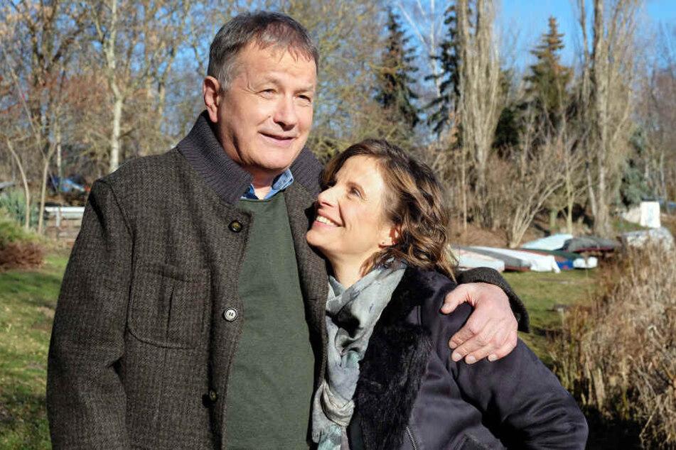 """Julia Jäger und Thomas Rühmann alias Katja Brückner und Dr. Heilmann in """"In aller Freundschaft""""."""