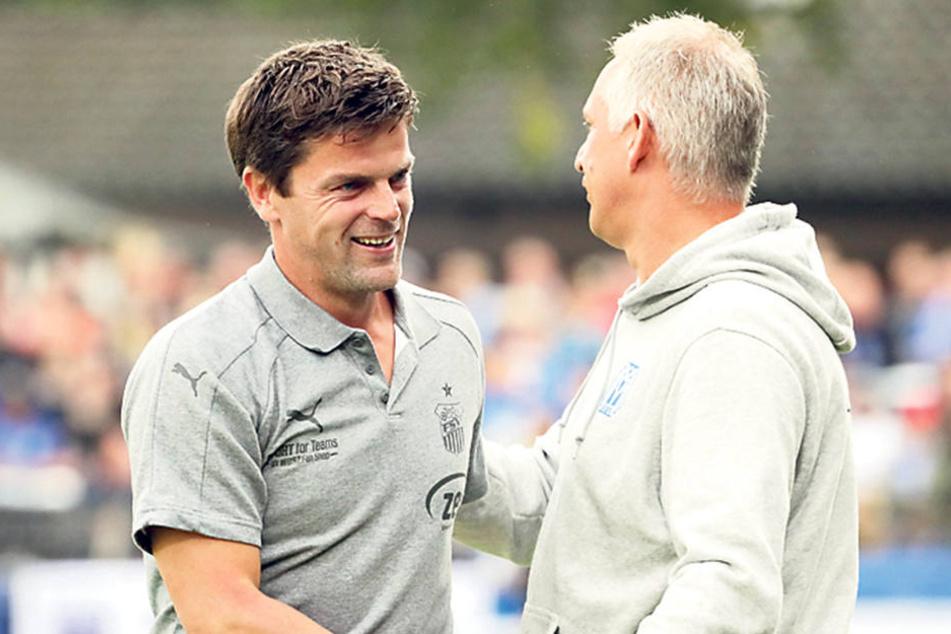 Gequältes Lächeln! FSV-Coach Torsten Ziegner (l.) gratuliert seinem Meppener Kollegen Christian Neidhardt.