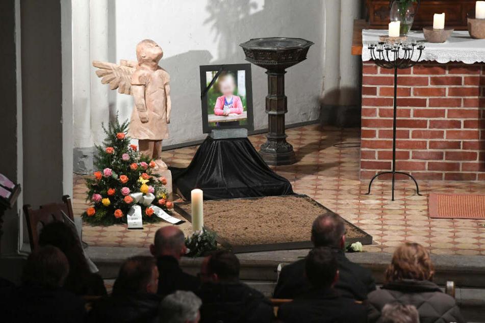Bürger nehmen in der Christuskirche an einer Trauerfeier zum Gedenken an das sechsjährige Mädchen, das am 12.01.2019 in Torgelow getötet wurde teil. (Archivbild)
