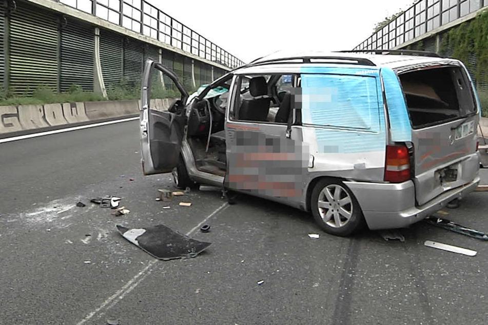 Der Kleintransporter hatte sich überschlagen, der Fahrer war betrunken.