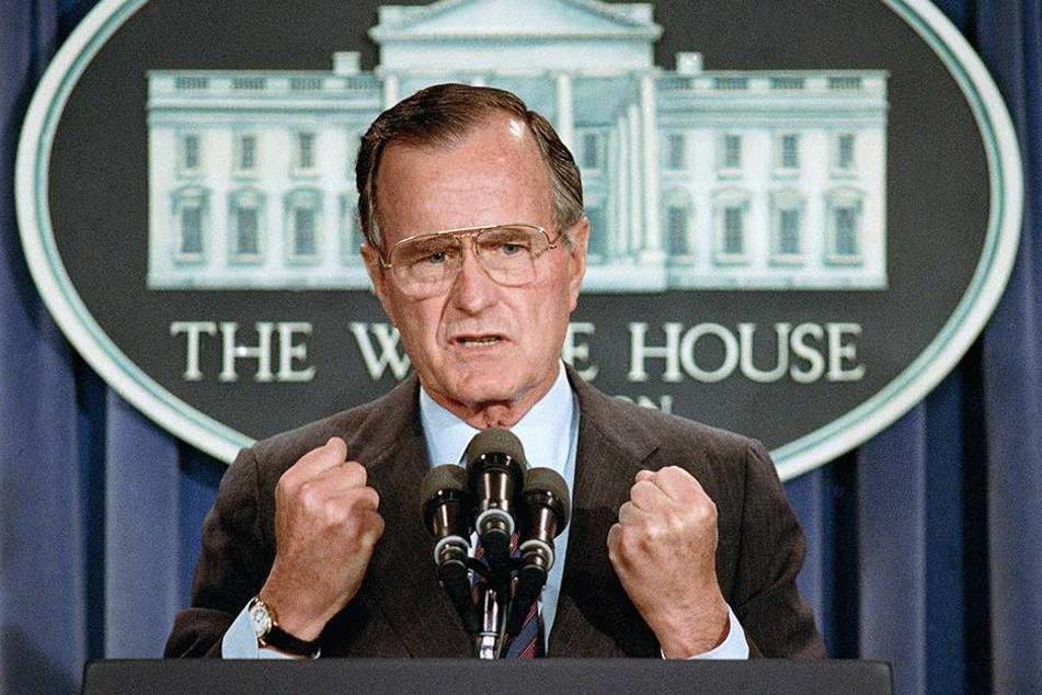 Der damalige US-Präsident George H.W. Bush gibt im Weißen Haus eine Pressekonferenz.