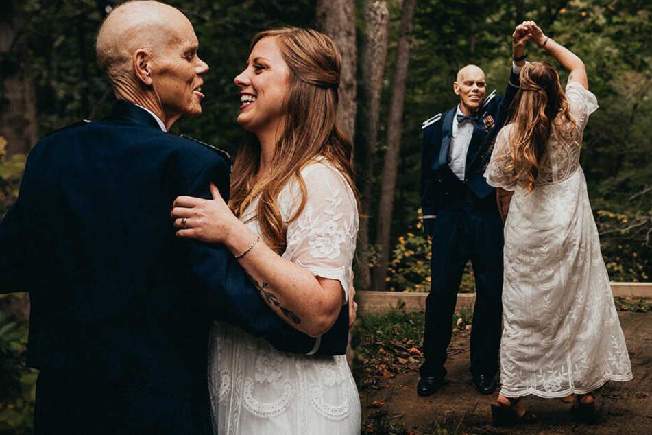 Rührende Fotos: Braut tanzt ein letztes Mal mit ihrem todkranken Vater