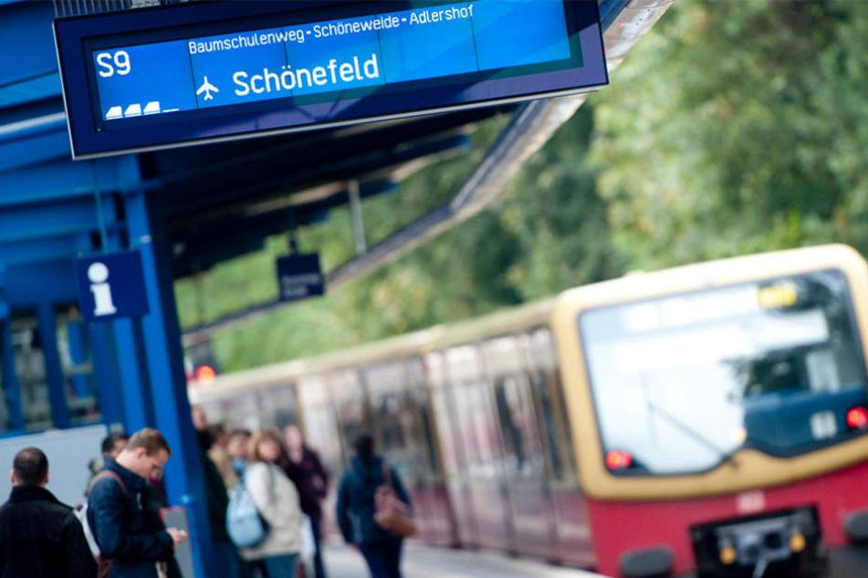 Am S-Bahnhof Treptower Park ergriff der Täter die Flucht. (Symbolbild)