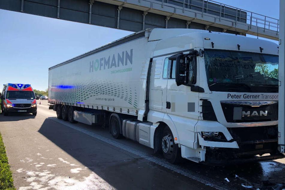 Beinahe wäre noch ein dritter Lkw in die Unfallfahrzeuge gecrasht.