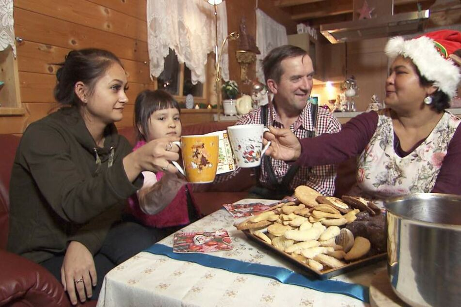 Weihnachten bei Narumol und Josef! Sitzt die Familie bald zu fünft am Tisch?
