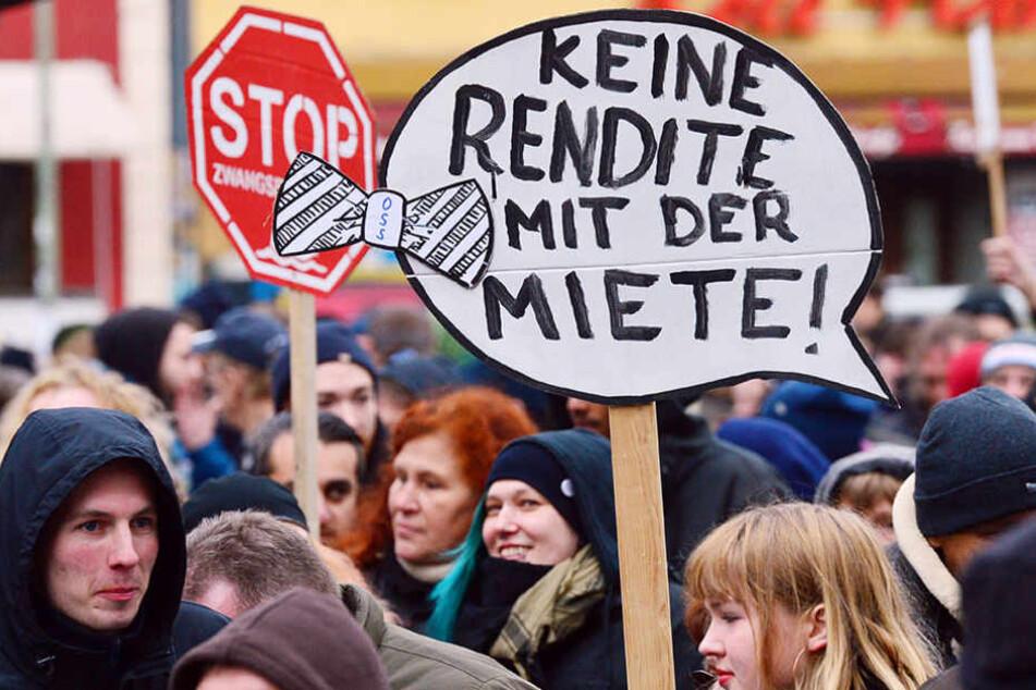 Immer wieder demonstrieren Berliner gegen Mieterhöhungen, wie im Februar in Kreuzberg.