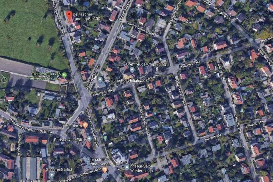 Gegenüber der Delitzscher Landstraße 100 (oben im Bild) soll die Seniorin gestürzt sein und sich den linken Arm gebrochen haben. Nach wie vor sucht die Polizei nach Zeugen und Ersthelfern.