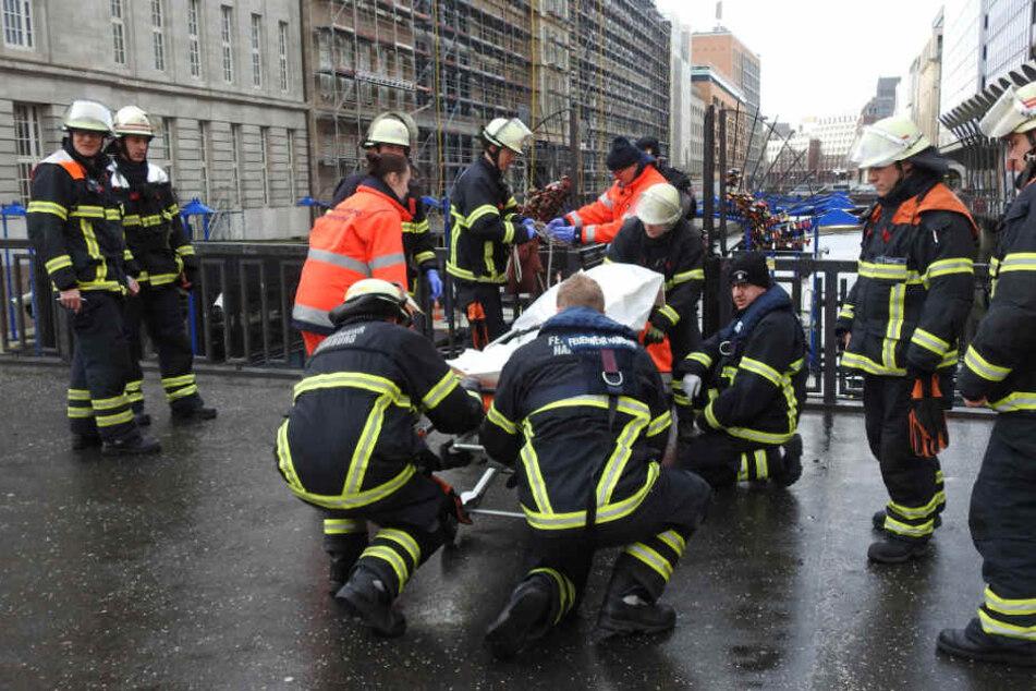 Die Leiche wurde von den Einsatzkräften in das Institut für Rechtsmedizin gebracht.