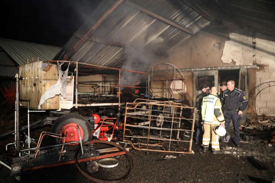 Mehrere Requisiten und ein Umzugswagen des örtlichen Karnevalsverein wurden beschädigt.