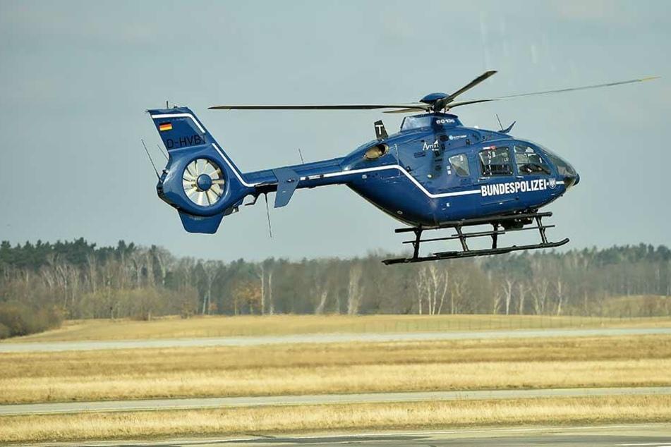 Ein Hubschrauber der Bundespolizei wurde eingesetzt, um den Mann ausfindig zu machen.