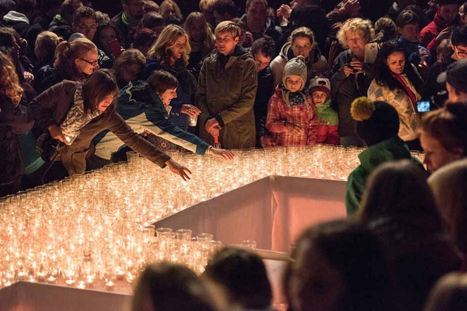 Tausende Menschen gedenken traditionell am 9. Oktober den friedlichen Protesten in Leipzig.